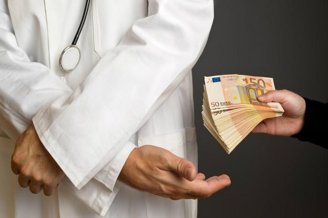 Zašto žene plaćaju BESPLATAN porođaj u Srbiji? Želimo vaše iskreno mišljenje
