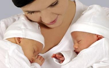 ... a feleségének  Döbbenet  szülés közben derült ki afd1b8127a