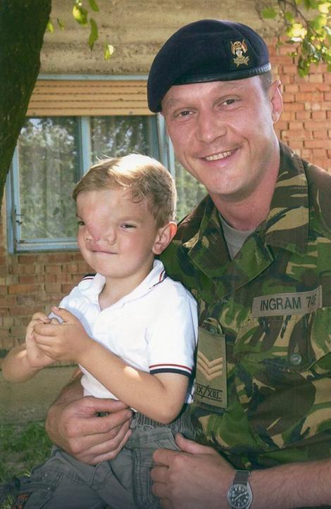 СУДБИНСКИ СУСРЕТ Како је британски војник Стефану променио живот ИЗ КОРЕНА