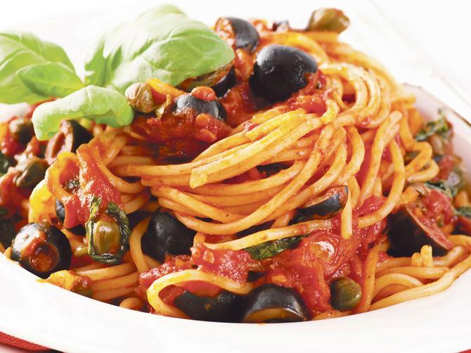 Brza, a ukusna večera: Špagete sa paradajzom i maslinama!