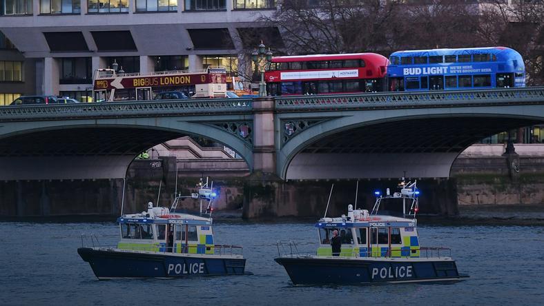 Napastnik wjechał samochodem w przechodniów na - widocznym na zdjęciu - moście Westminsterskim