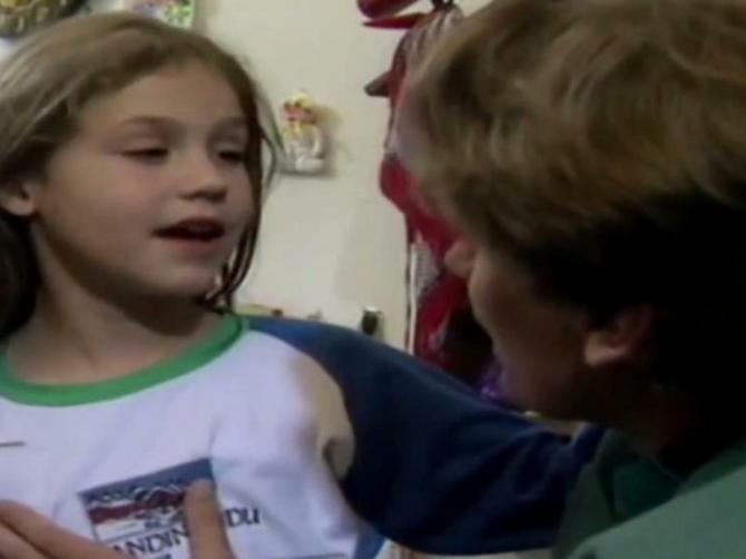 """U """"Srećnim ljudima"""" je glumila malu Vesnu pa NESTALA: Necina drugarica je porasla i danas izgleda OVAKO"""