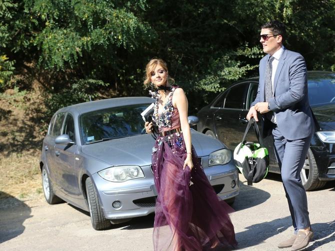 Evo ko je sve došao da podrži bračni par Teodosić: Viktor Savić stigao na motoru, Nina sve ostavila bez daha