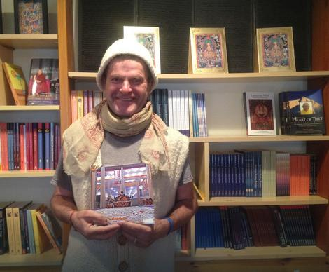 Vladan Mijatović Živojnov sa svojom novom knjigom