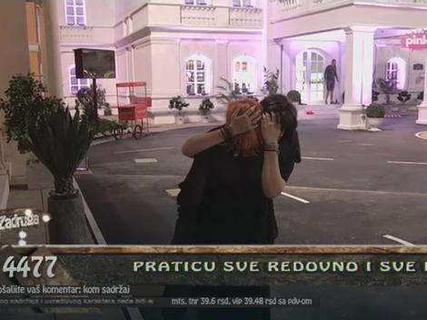 Viktorija grli ćerku