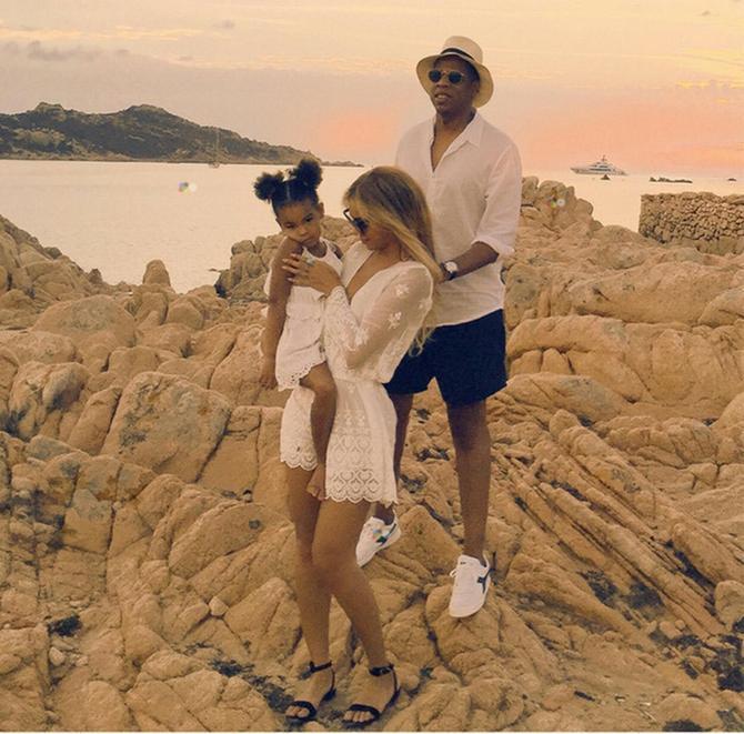 Bijonse i Džej Zi sa ćerkicom Blu Ajvi