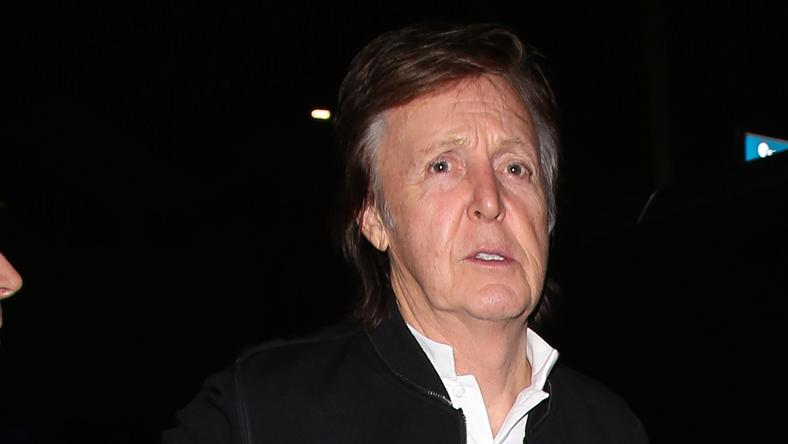 Paul McCartney perel /Fotó: Northfoto