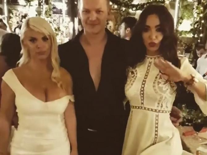 Prvi dekolte srpske estrade. Darina haljina je izdržala! Kako? Ne znamo ni mi!
