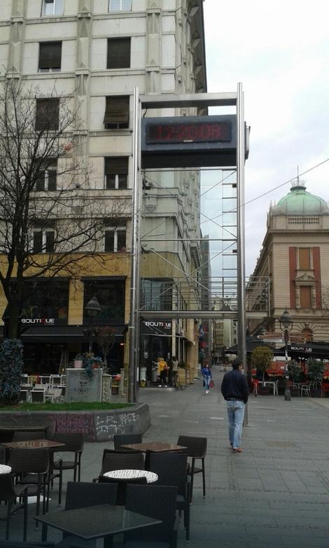 Digitalni časovnik na Trgu: 12.20 sati