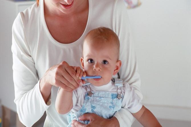 Šta će bebe od sedam meseci kod stomatologa? E pa treba
