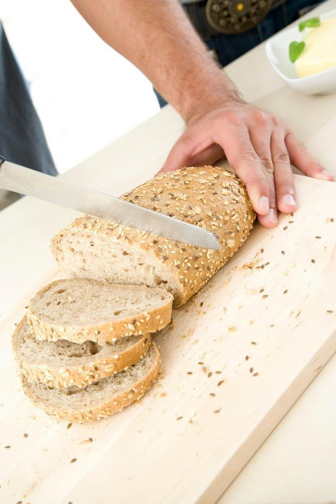 Ovako ne treba seći hleb