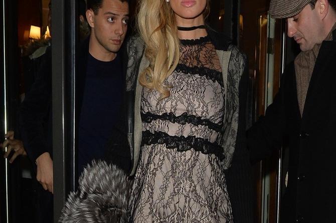Stil se ne kupuje: Uzalud joj milioni kada se oblači ovako!