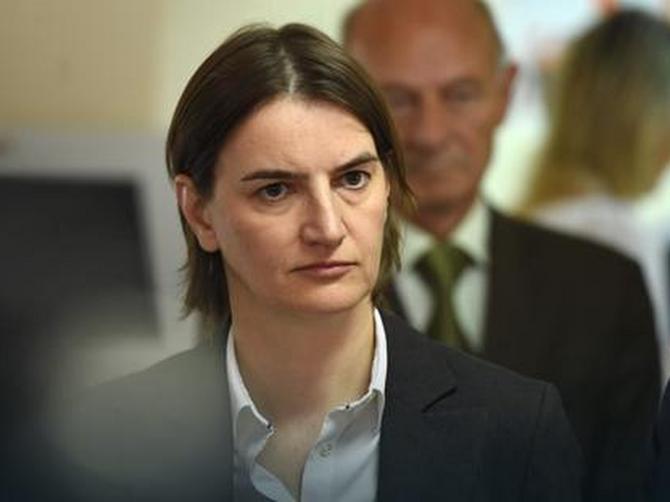 Engleski novinar joj je zamerio SITNICU, a to je PONIZILO i razbesnelo sve žene u Srbiji!