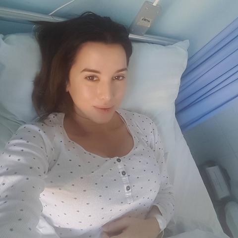 Praznike provodi u bolničkoj posetlji! Ko joj je došao u posetu?