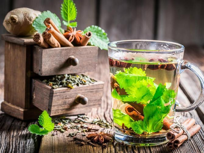 5 fenomenalnih razloga zašto treba da pijete zeleni čaj za doručak