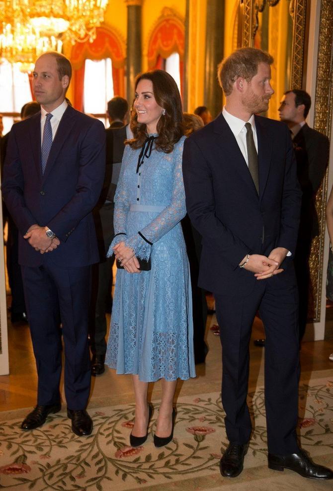 Vojvotkinja je nosila elegantnu plavu haljinu