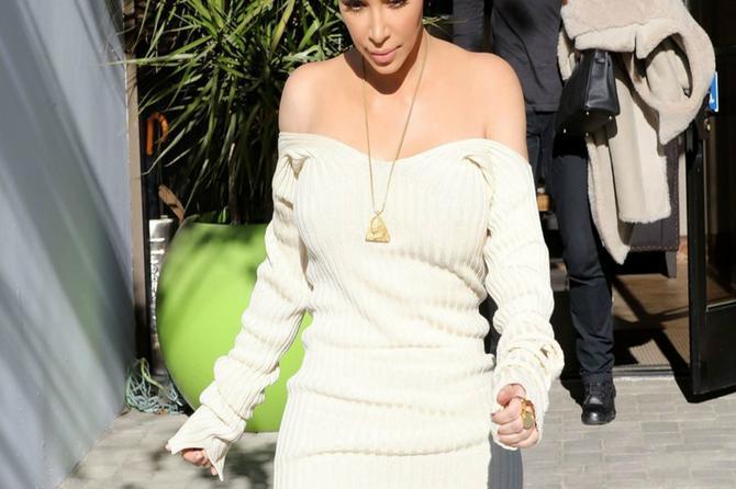 Stara Kim se vratila: Njen imperativ su ponovo uske haljine, obline, obline i obline!