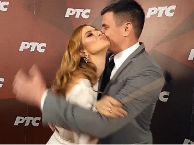 Nina i Vuk u strasnom zagrljaju!