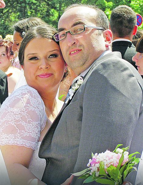 Srđan i Radmila venčali se pre pet godina na kolektivnom venčanju pred Skupštinom u Beogradu