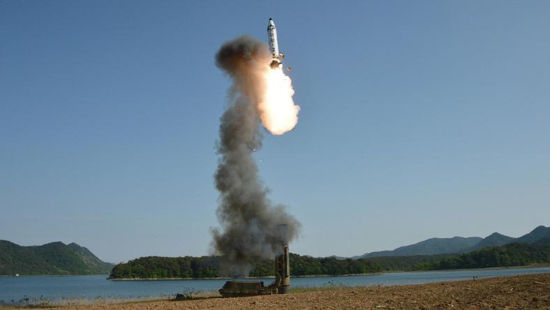 Pocisk Pukguksong-2. Zdjęcie opublikowane przez Koreę Płn. 22 maja b.r.