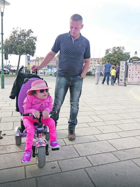 Želi da postane doktorka: Anastasija sa ocem Dejanom