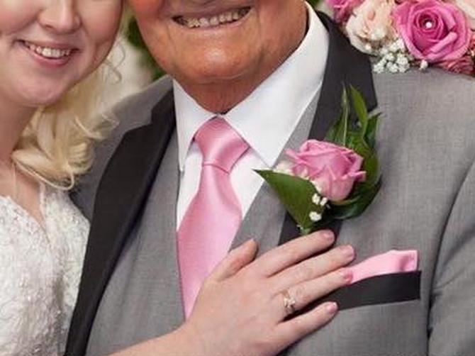 Uz njega su odrasle generacije dece: Oženio se u 85. a svi se ZGROZE kada vide KO MU JE ŽENA
