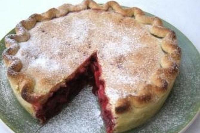 Pita od višnje i jabuke
