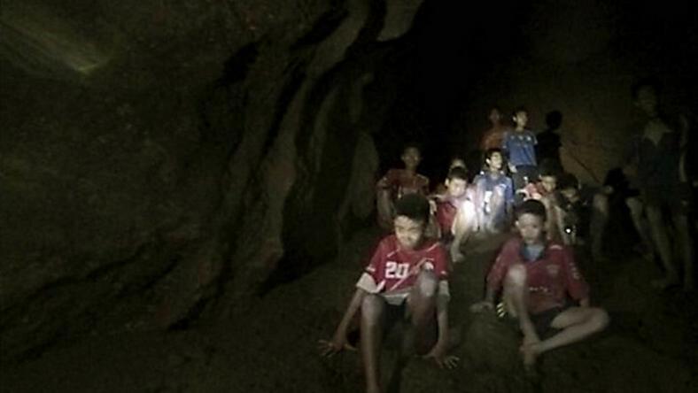 A Gyerekek Mar Ket Hete A Barlang Foglyai Foto Northfoto