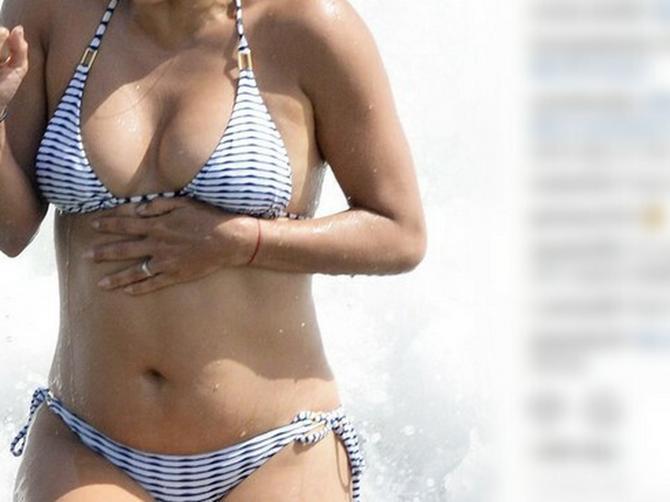 Zbog talasa je kupaći bio UGROŽEN: Posle glasina da se UGOJILA, pojavila se na plaži i očarala sve
