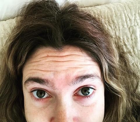 PODOČNJACI, BORE I NEUREDNE OBRVE: Glumica šokirala selfijem, a jedan komentar je sve IZNENADIO!