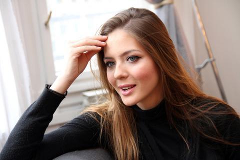 Tako mlada, a već PROBLEM SA BORAMA: Jedna od najlepših mladih glumica progovorila o ESTETSKOJ HIRURGIJI!