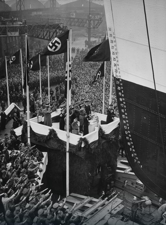 5 V 1937 r. Adolf Hitler podczas ceremonii wodowania Wilhelma Gustloffa