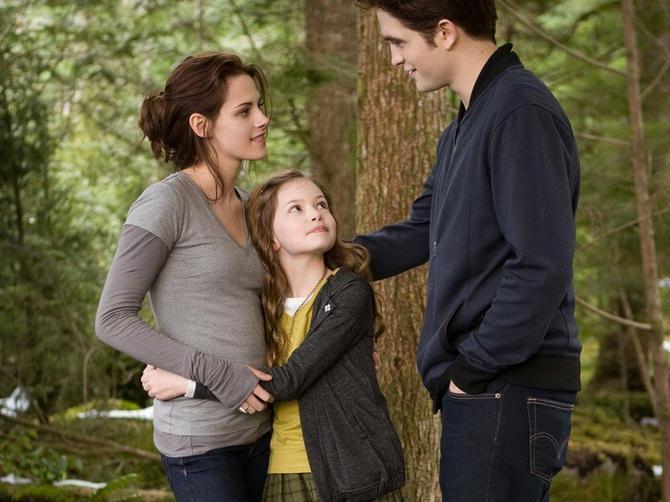 Tragali su za NAJLEPŠOM devojčicom! Belino i Edvardovo dete je poraslo i sada izgleda OVAKO
