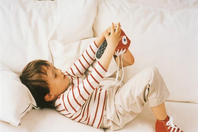 Roditelji, pogledajte ovaj snimak: Kako da se vaši dvogodišnjaci sami oblače i obuvaju?