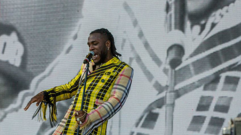 Burna Boy performs at Coachelle wearing Kenneth Ize [Credit: Twitter/ Coachella]