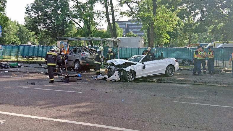 A Dozsa Gyorgy Uti Karambolban A Ket Osszetort Auto Lebontotta A Megallot Fotoblikk