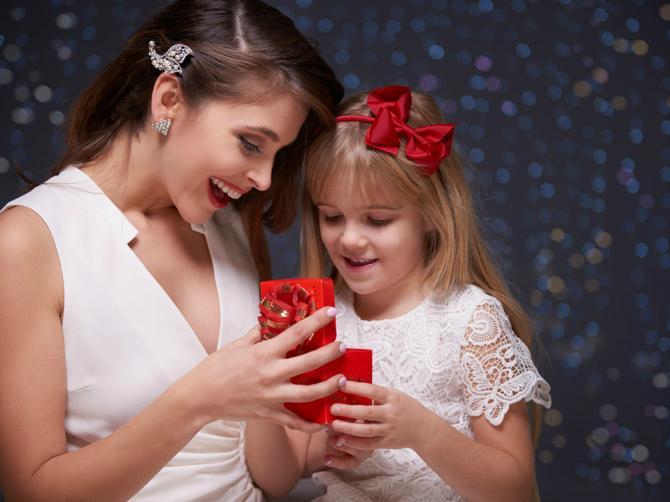 Ja sam ružna ćerka sa prelepom majkom. I ceo život govore mi ove UŽASNE STVARI
