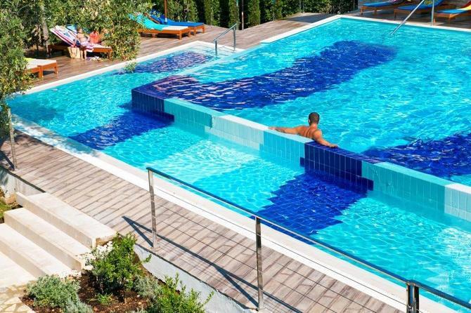 Castellastva omogućava uživanje u bazenu