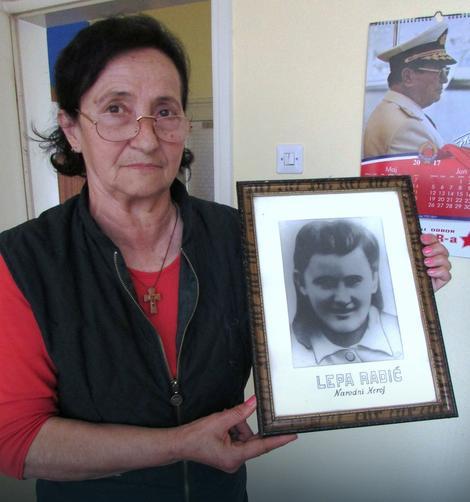Anka Šmitran sa fotografijom Lepe Radić