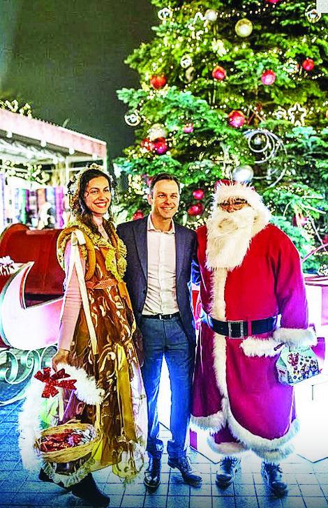 Gradonačelnik sa vilom i Deda Mrazom