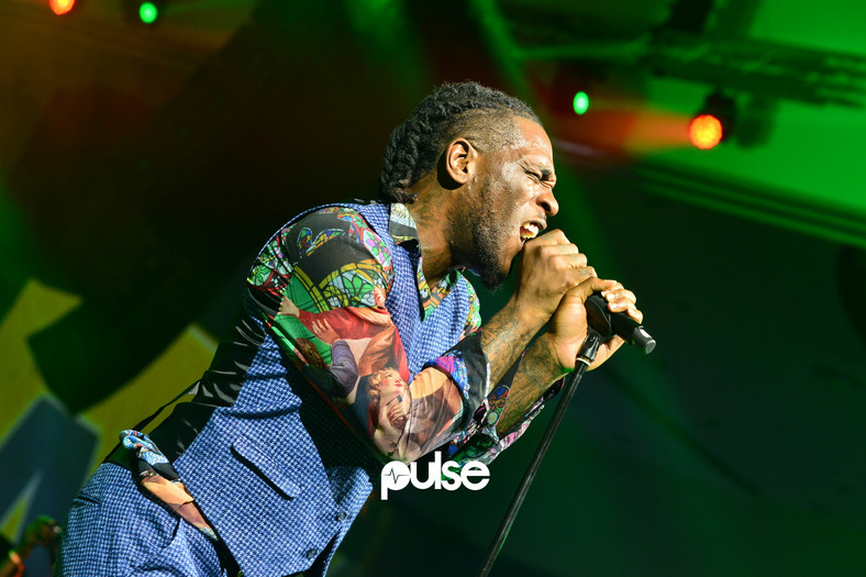 Burna Boy captured here performing at his 'Burna Live in Concert' has got Twitter talking with his 'African Giant' response to Coachella [Pulse]