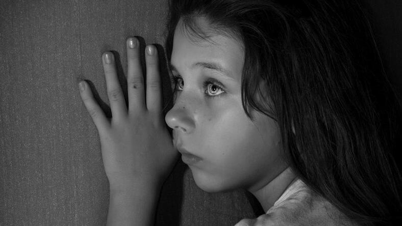 Döbbenet: ezért vertek össze egy 10 éves kislányt az osztálytársai