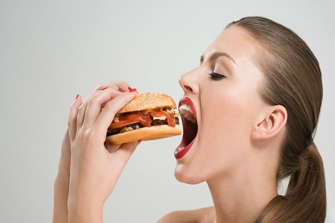 Osmočasovna DIJETA je hit među poznatima: Možete da jedete šta god želite, a KILOGRAMI se brzo tope!