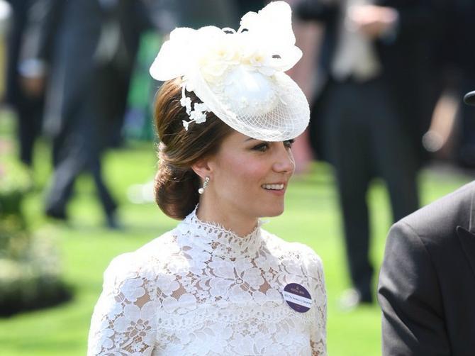 Kejt se baš opustila: U PROVIDNOJ haljini pokazala je ONO što se kraljici nikako neće dopasti