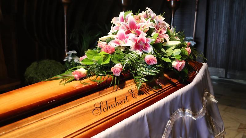 Képek Schubert Éva temetéséről, ezek a hírességek búcsúztatták