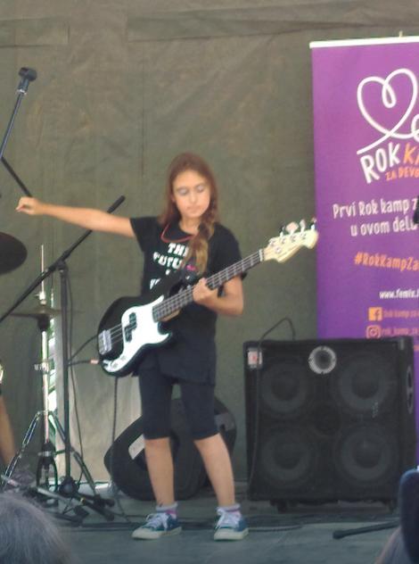 Domaća muzička scena dobila je još jednu sjajnu gitaristkinju