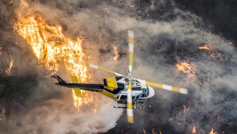 USA WILDFIRE CALIFORNIA (Skirball fire burns in Bel-Air California)
