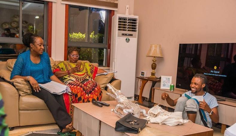 Iretiola Doyle and Ayo Mogaji discussing with Seyi Asurf on the set of 'Kasanova.' [Instagram]