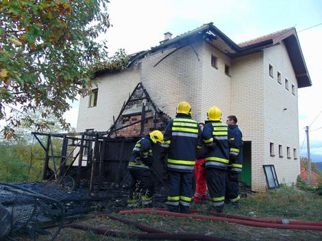 Vatra izbila u podruju u kome je živeo beskućnik, pa se prenela na dvospratnu kuću