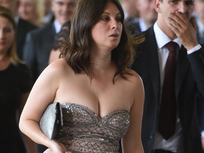 Cela Srbija se pita KO je žena koja je prekršila Vučićev dres kod: Po OVOME je svetski poznata!